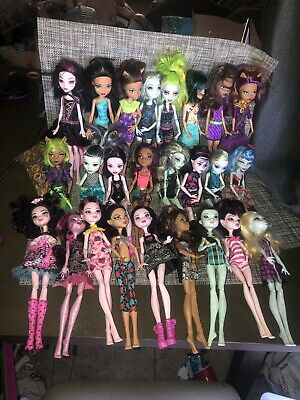 Mattel: Monster High Doll Lot of 25 All With Hands