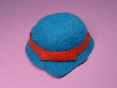 AUCTION Vintage Barbie - OUTDOOR ART SHOW #1650 > Turquoise Felt Hat w/ Red Bow