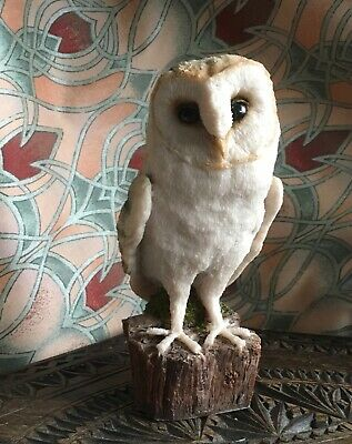 Stoneware sculpted Barn Owl/no marks on base/collectable/Arden Sculpture type/