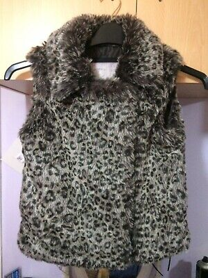 Gorgeous M & S Girls Faux Fur Gillet Age 9-10 years Zip fastening Side Pockets