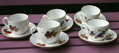 ROYAL WORCESTER ~ EVESHAM GOLD ~ TEA CUPS & SAUCERS x 5 ~ TWO DESIGNS