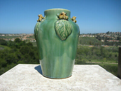 Antique Art Deco Green Pottery Vase With Four Frogs On Leaves C.1940 Very Rare !
