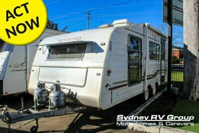 1997 Spaceland Island Bed White Caravan