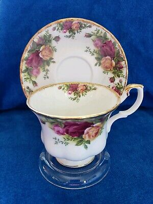 """ROYAL ALBERT 1962 """"Old Country Roses"""" Tea cup & Saucer England VINTAGE"""