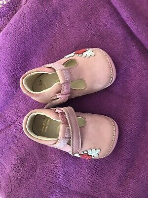 Girls Clarks Pink Soft Leather Shoes Size 2.5 F