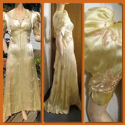 1930s FRENCH SATIN EMBROIDERED DRESSING GOWN WITH TRAIN & PUFFED SLEEVES XS P