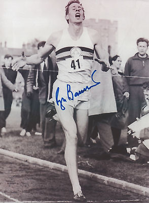 SIR ROGER BANNISTER Signed 10x8 Photo 4 MINUTE MILE Record Breaker COA