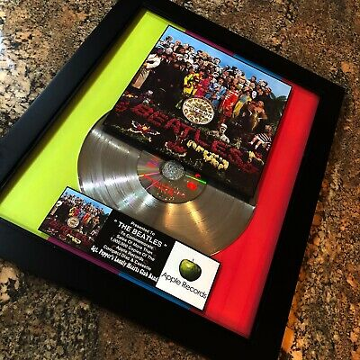 The Beatles Sgt. Pepper's Lonely Hearts Band  Record Music Award Album LP Vinyl
