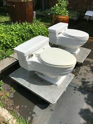 CASE mid century modern toilet one piece white, a pair
