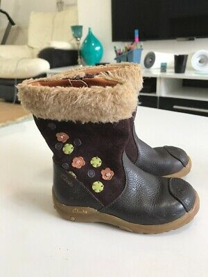Clarks Girl's Winter Boots  Size Uk 4 F Infant  *