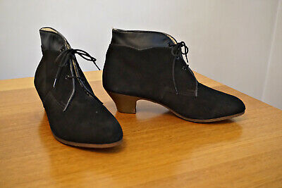 Suede Heeled Winder Ankle Boots, Size 6 - Vintage Shoes 1970-80s