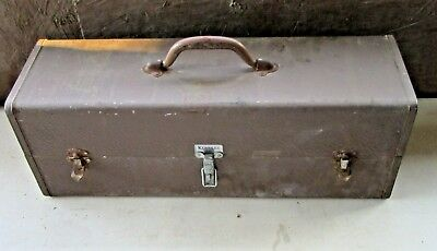 Kennedy Tackle box fishing VTG lures fishing reels tackle RUSTY OLD TACKLE BOX