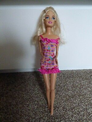 Mattel Clapping Articulated Legs Barbie Doll Wearing A Pink Bow Dress 2011 3+