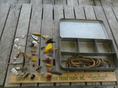 Vintage Metal Fly FIshing Lure Pocket Tackle Box with 19 Flies, Hildebrandt+++
