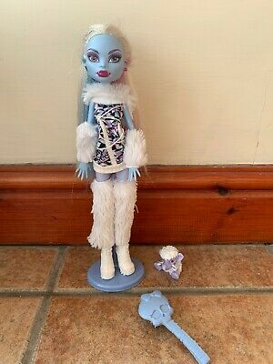 Monster High Doll Abbey Bominable 1st Wave Rare With Stand & Pet