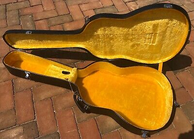 VINTAGE 1960/70's  CLASSICAL,or SMALL ACOUSTIC HARD SHELL GUITAR CASE with KEY