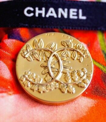 CHANEL BUTTON CC LOGO 23 mm GOLD TONED METAL