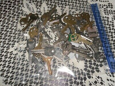 1 Pound Of Old Keys  Great For Crafts