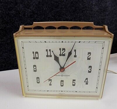 Vintage General Electric Model 2132 GE  Retro Kitchen Wall Clock Works! Square