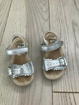 f064b5b344 GIRLS CLARKS WHITE And Silver Sandals Size 12 - £0.99 | PicClick UK