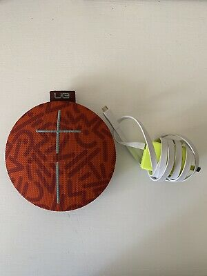 GREAT CONDITION Ultimate Ears Roll 2 UE boom Speaker Burgundy WITH UE CHARGER
