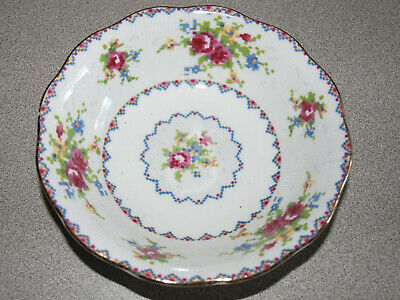 Royal Albert - England - Bone China - Petit Point - Dessert Berry Bowl - 5 1/4""