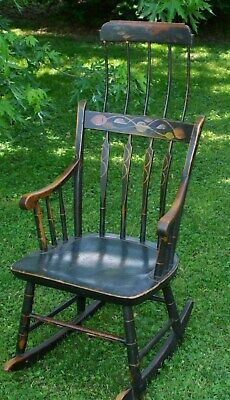 Antique American Comb Back Windsor Rocker Painted Early 19Th Century 1820