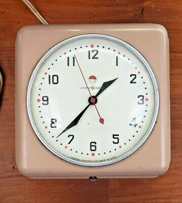 Vintage Kitchen General Electric Wall Clock  Works.