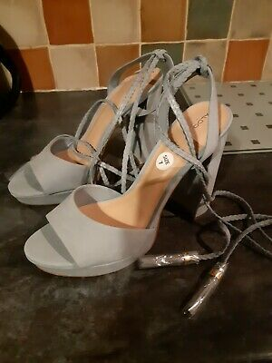 Lovely Ladies Designer shoes Size 7 Bnwt