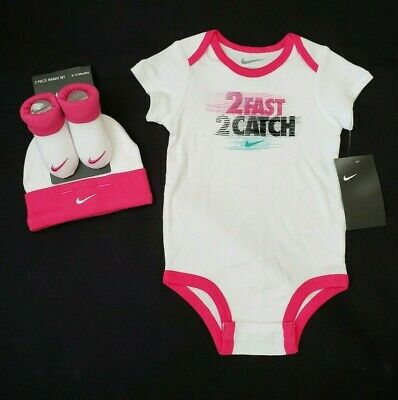 9-12 Months BNWT to Baby Nike 3 Piece Top bottom /& Hat Gift Set Girl Size 0-3