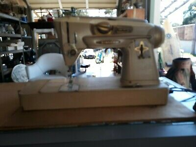 Vintage singer sewing machine Model 500A