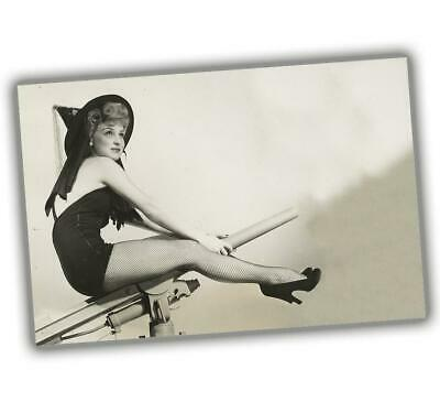 """Photo Vintage Pin-up Classic Retro Girl Sexy Halloween witch Size """"4 x 6"""" inch P"""