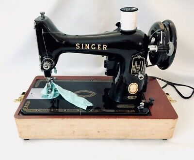 Rare Vintage Singer Sewing Machine 99-31 Original Carrying Case & Attachments