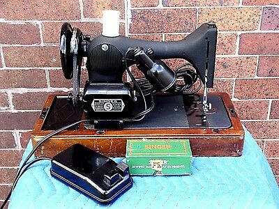 Singer Vintage Electric Portable Sewing Machine With Dome travel Casement
