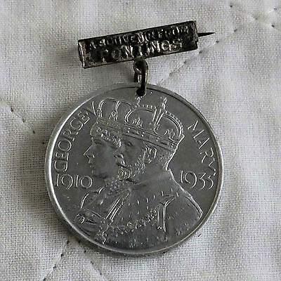 1935 KING GEORGE V AND QUEEN MARY 35mm COMMONWEALTH SILVER JUBILEE MEDAL