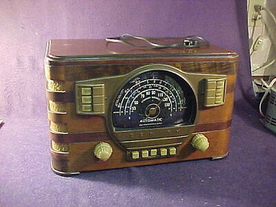 1941 Zenith Wood Table Tube Radio Model 7S529