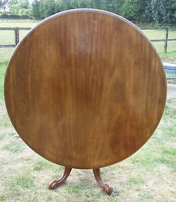 An Antique Victorian Round Mahogany Tilt Top Breakfast / Loo Table