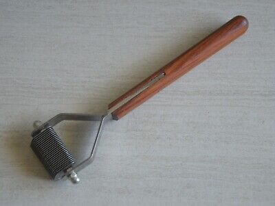 Dematting Undercoat and Grooming Rake Stripper Tool, by Mars, for Berolina.