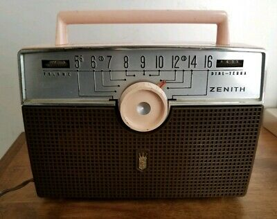 Zenith antique radio, Model  A402, chassis 4A41, salmon color, AS-IS