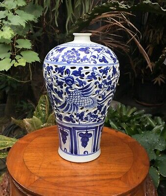 A Large Antique Chinese Ming Blue & White Porcelain Meiping Vase