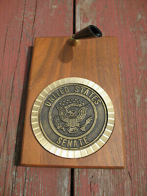 United States Senate Pen Holder Metal Coaster on Wooden Block Desk Wall Hanging