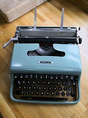 Olivetti Lettera 22 typewriter, Leonard Cohen, lovely working condition,