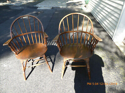 Windsor bow back chair set of 2, vintage, Reischmann and sons, pick up in NJ