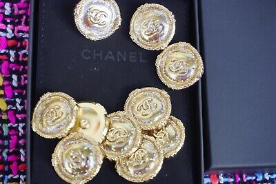 ❤💗💘CHANEL BUTTONS  lot of 9 size  24  mm 1  inch Logo CC  metal Large Brooch