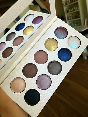MAKEUP REVOLUTION Night And Day Eyeshadow Palette