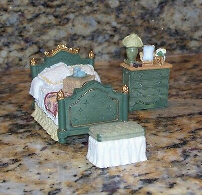 Dollhouse Vintage Miniature Victorian Bedroom Furniture Bed Dresser Bench/Chest