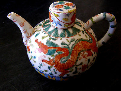 Chinese Familie Verte Teapot with Dragon Design