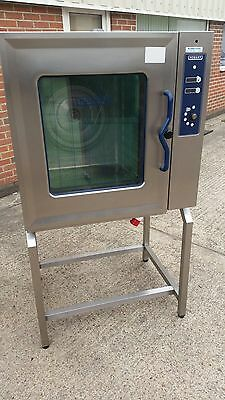 £1800+VAT. Hobart CSMUC 10 Grid combination oven, 3 phase electric, immaculate