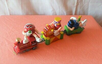 M & M's  Christmas Train Engine And Two Cars  New