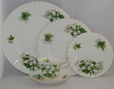 1-Royal Albert Trillium 5 piece Place Setting ( 8 Available)